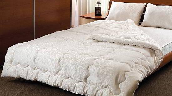 Фото: двуспального одеяла на кровати