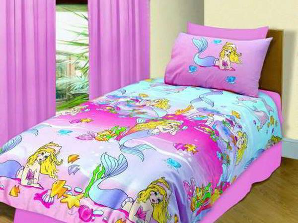 Фото: полуторное одеяло на кровати