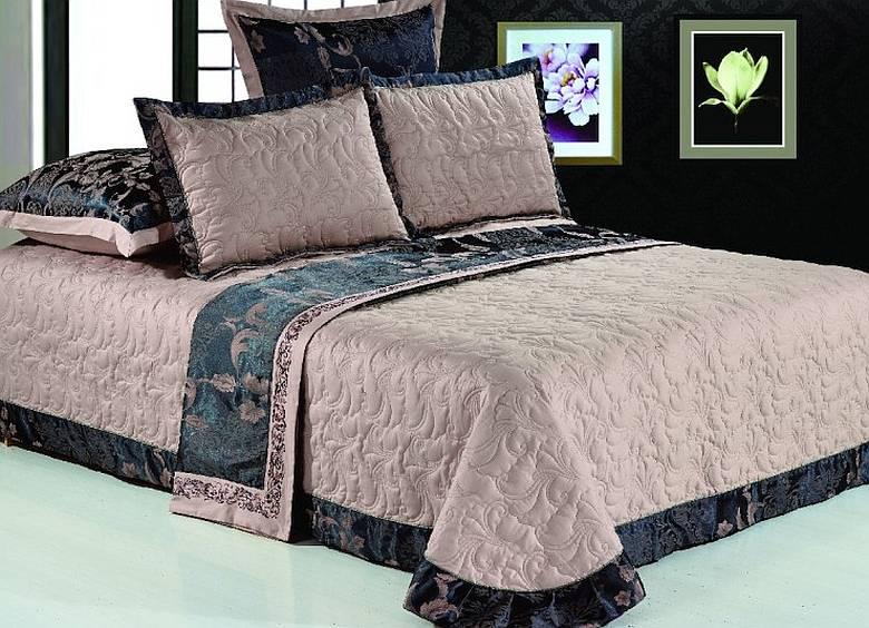 Фото: жаккардовое покрывало на кровать